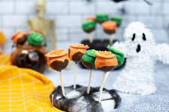 Halloween Cauldron Cake Pops